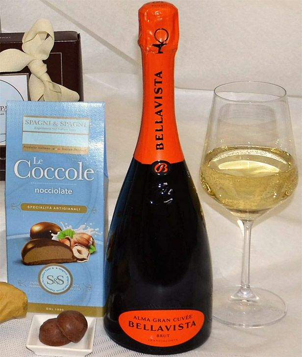 Good Italian Wine Corporate Gift https://goo.gl/9sB4kL #sparklingwine #chocolate #sweet #quality #food #gift #tastythursday