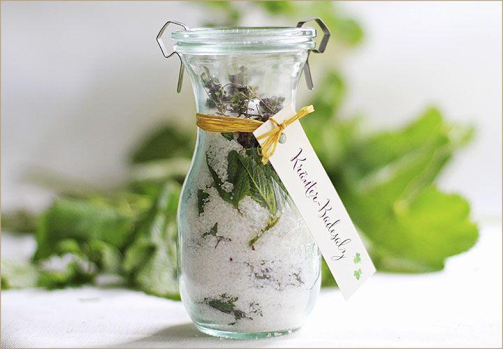 Kräuter-Badesalz selber machen als Gastgeschenk für deine Hochzeit
