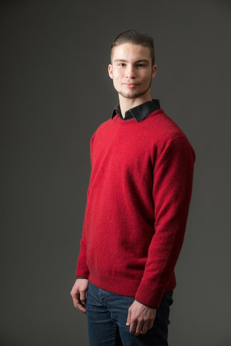 This popular plain red men's possum merino crew neck sweater is a light-weight knit and has a round-neck that works well with long sleeved T-shirts or a casual shirt. We have a large selection of men's knitwear online at Gorgeous Creatures and we can send knitwear all over the world. Made in New Zealand.