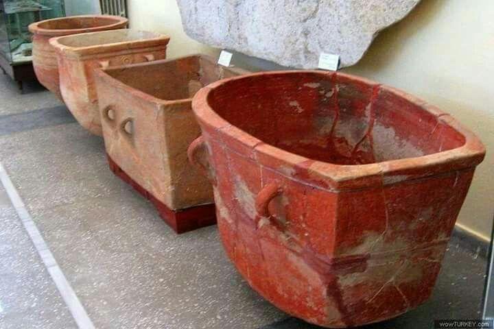 Hitit dönemine ait banyo küvetleri