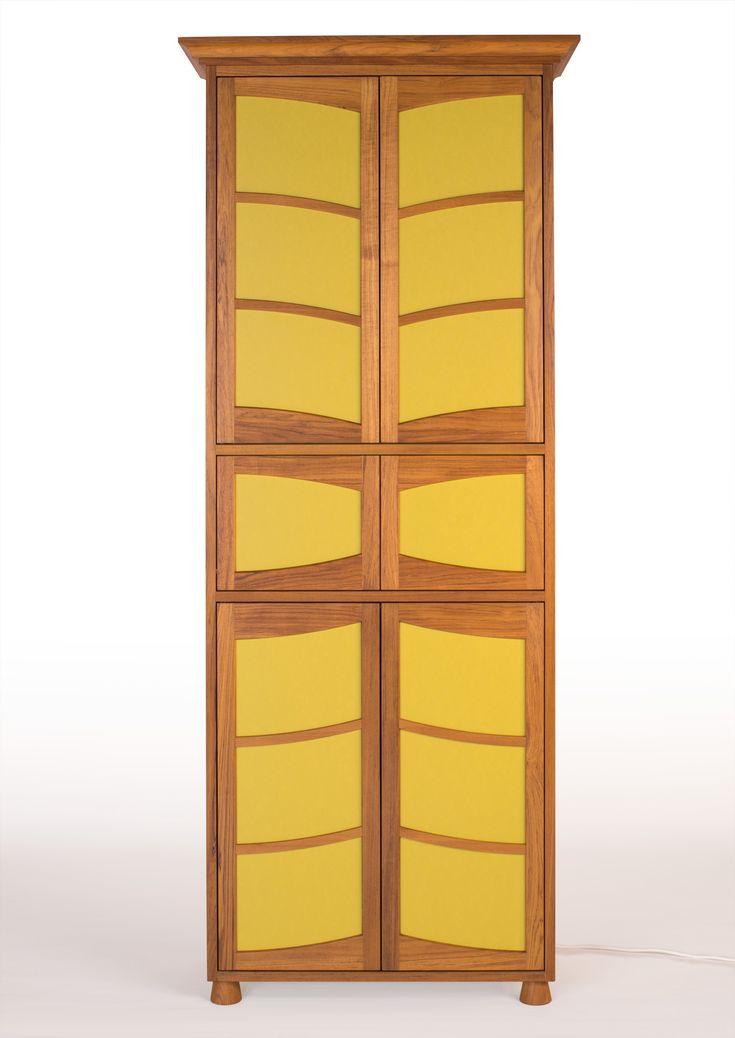 Rahmenbaumöbel aus massivem TeakholzFüllungen aus LinoleumInnenseiten aus grundierter Tischlerplatte mit PUR-LackierungDas Teakholz wurde dreifach mit Hartholz-Öl behandelt. Bei der massiven Rahmenbauweise wurde nur gezapft...