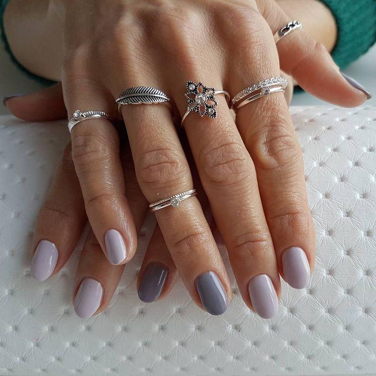 Nadal pozostajemy w klimacie jesienno zimowym. Tu wykorzystane dwa piękne kolory od Neonail - Silver Grey oraz z najnowszej kolekcji sensual silence #paznokcie #paznokciehybrydowe #hybrydy #nails #nailart #nailsart #nailsdesign #neonailpoland #neonail #autumnnails #winternails #sensualsilence #silvergrey #warmingmemories #zima #jesień