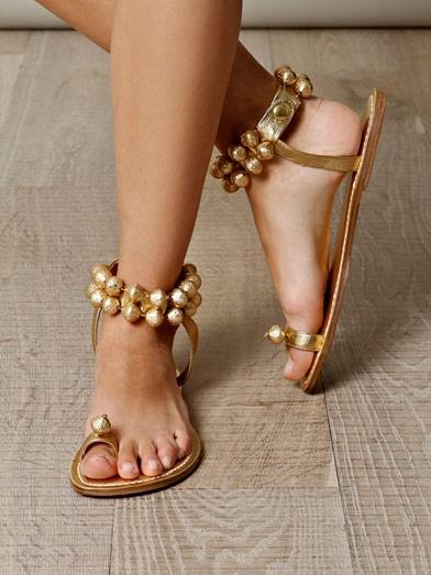 Want want want !Couture Jingle, Jingle Belle, Jinglebells Sandals, Couture Gold, Belle Sandals, Shoes Shoes, Pucci Sandals, Vintage Couture, Bernardo Vintage