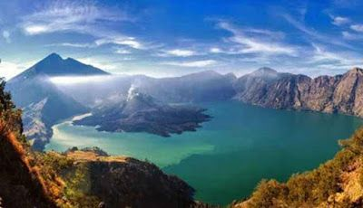 Sights of Mount Rinjani in Lombok are compulsory on the visit   objek wisata alam Sejarah Tempat Wisata Alam di Indonesia