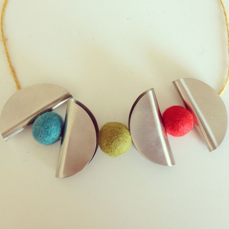 Adjustable necklace with felt balls and Azande