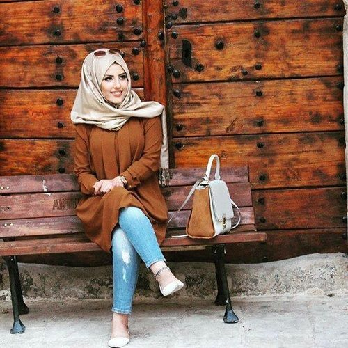 brown-tunic-hijab-chic- Smart casual hijab outfits http://www.justtrendygirls.com/smart-casual-hijab-outfits/