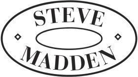 """Hier in New York ein Superstar mit einem Superlabel. Steve Madden. In Deutschland eher bekannt aus """"the Wolf of Wallstreet"""", in welchem der Designer Steve Madden sich selbst spielt. Schuhe von Steve Madden sind so besonders wie New York es ist. Zu jedem Outfit oder Anlass findet Mann oder Frau hier das passende Paar Schuhe. Ab 40$ wird man hier fündig. Individuell und einzigartig- dafür steht Steve Maden Schuhkollektion. Mein Lieblingsladen ist auf der 5.th Avenue."""