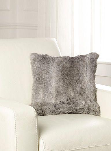 1000 ideas about coussin fourrure on pinterest fauteuil - La maison simons en ligne ...