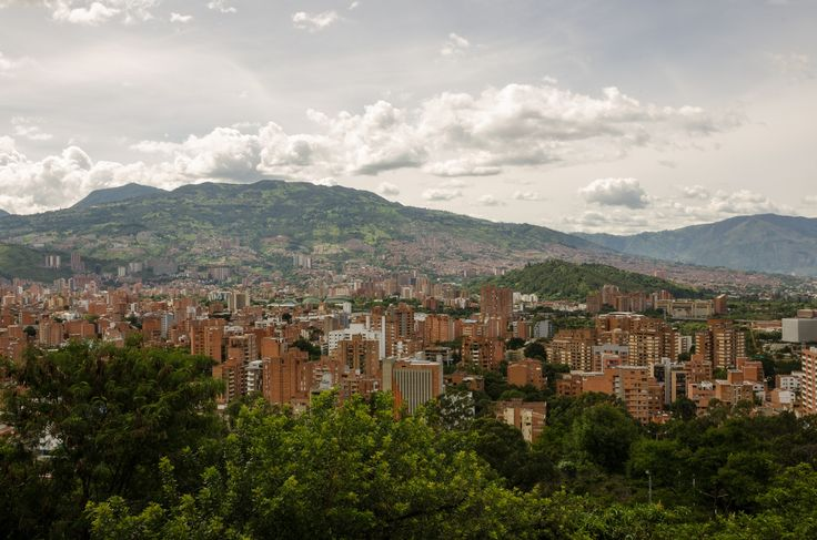 Best family friendly safe neighborhoods Medellin Colombia. Poblado has the most to offer. But Laureles and Envigado are also great neighborhoods to live.