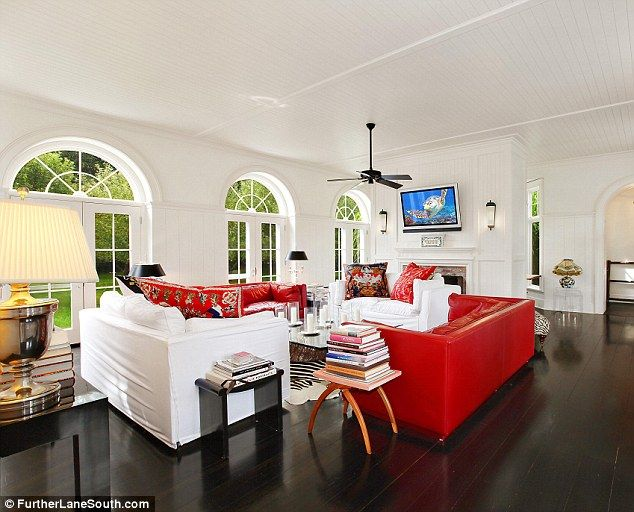 .Photos, East Hampton, Living Rooms, White Walls, Hampton House, Interiors Design, Hermes Scarves, Kellybensimon, Kelly Bensimon