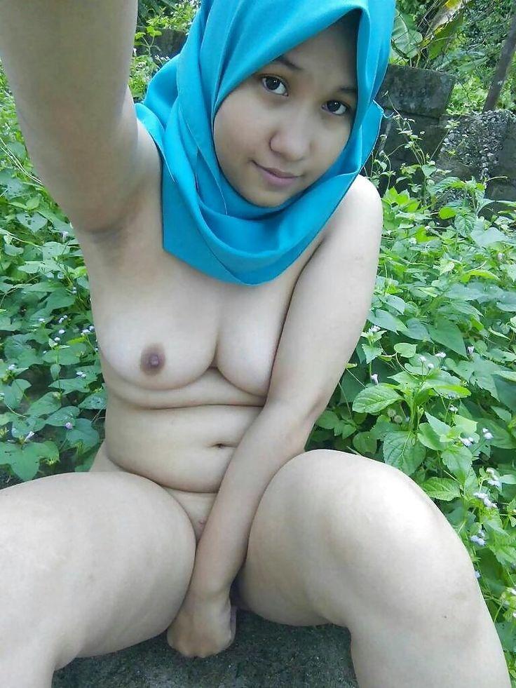 Girls shower room nudity