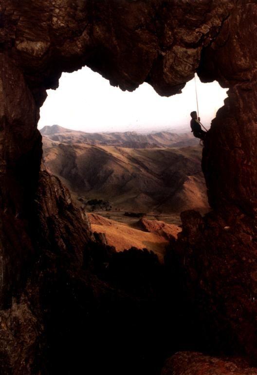 Sierra de la Ventana, está ubicada al sur de la provincia de Buenos Aires. Se pueden desarrollar actividades como ecoturismo, trekking, cabalgatas, escaladas, pesca con mosca de truchas arco iris y ascensos al Cerro Ventana (1184 msnm) y Tres Picos (1239 msnm)
