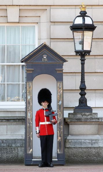 Buckingham Palace: 240 bedrooms and an ATM (plus 7 more fascinating facts)