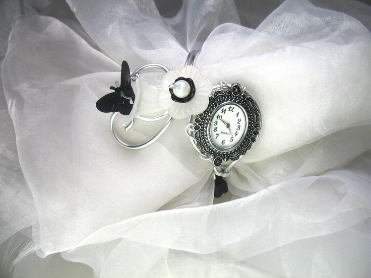 Montre bracelet Fil d'aluminium Salina avec fleurs de lucite et perles en verre nacrées