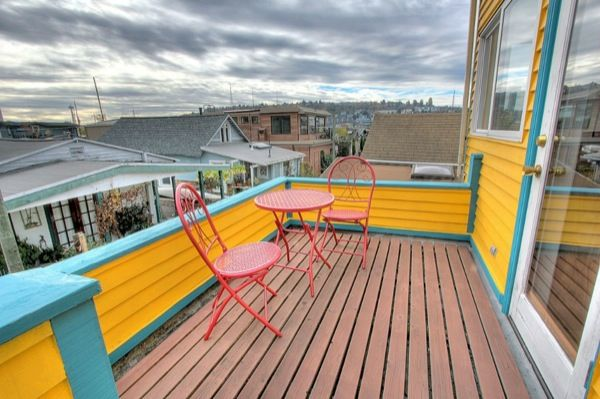 740 Sq. Ft. Fancy 'n Funky Floating Home in Seattle | Tiny House Pins