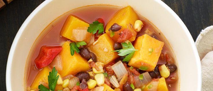 #Zuppa di #zucca a cubetti, fagioli neri, cipolla, mais e pomodoro, insaporita da una spruzzata di paprika, cumino e prezzemolo