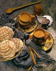 Hot chocolate and sweet bread/chocolate y pan dulce