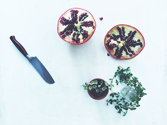 How to De-Seed a Pomegranate | Free People Blog #freepeople