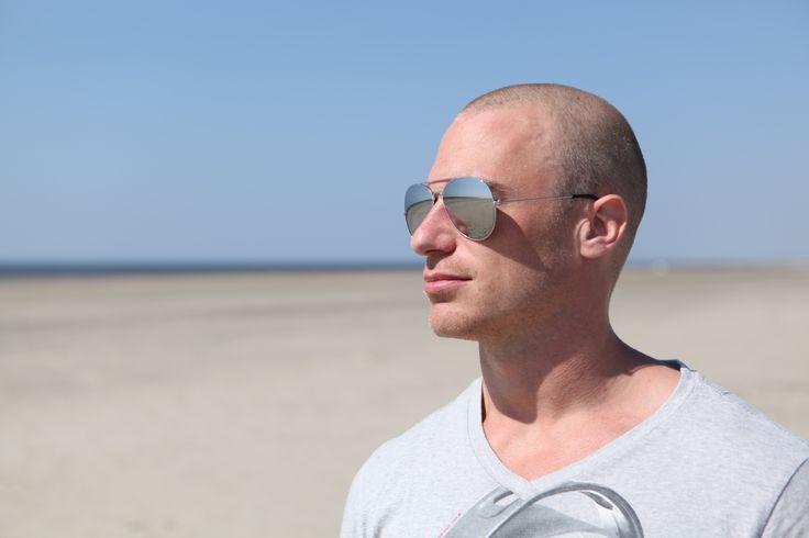 Pilotenbril spiegelglazen - http://www.brilopjehoofd.nl/pilotenbril/pilotenbril-zilver-gespiegelde-glazen-zwart