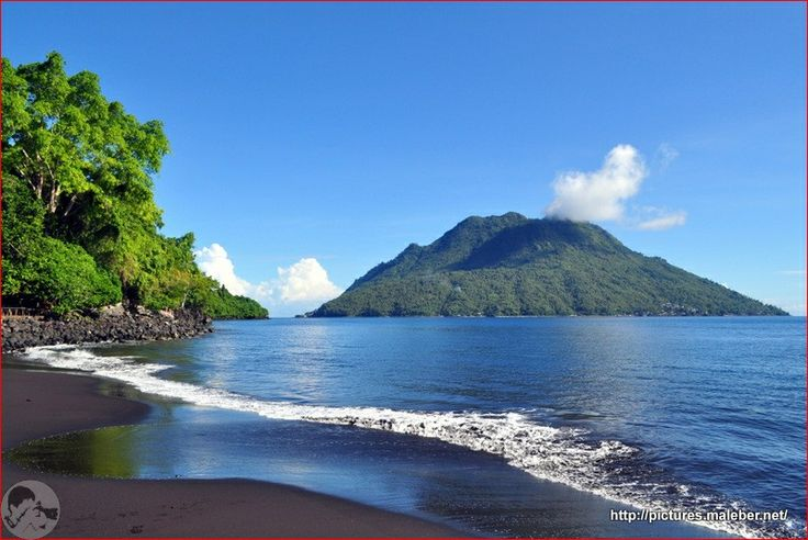Indonesia juga punya pantai-pantai yang tak kalah indah dari pantai di dunia, salah satunya Pantai Sulamadaha yang berada di wilayah timur ( Maluku Utara, Ternate ) Indonesia #PINdonesia