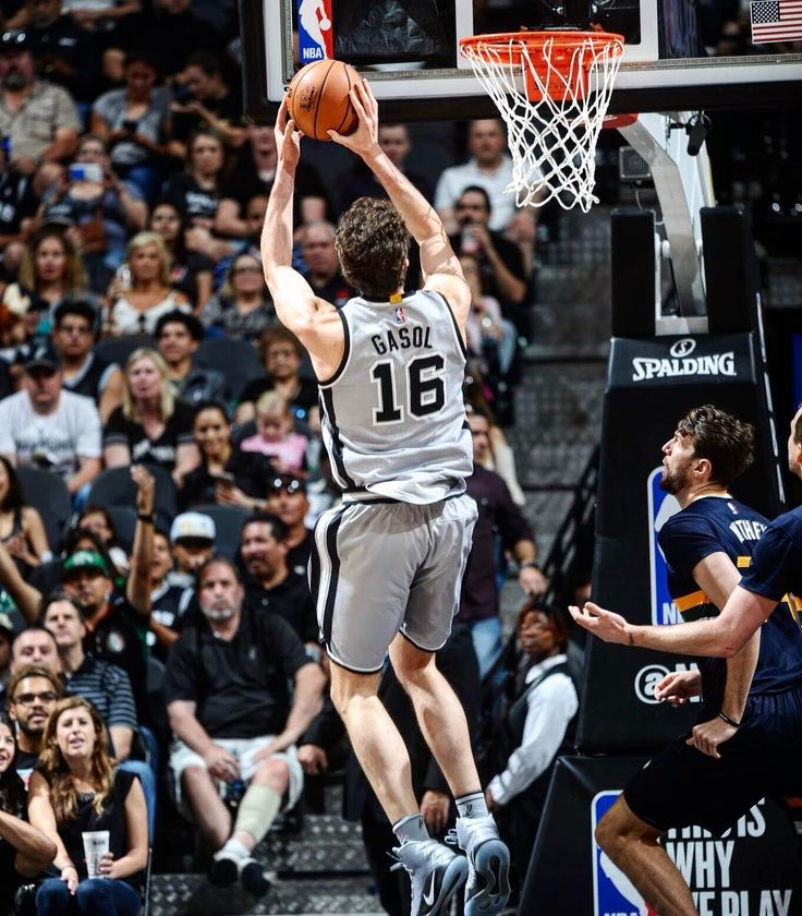 Good win today against the Jazz! Loved how our younger guys stepped up and were ready to play. Getting close to Playoff time! #GoSpursGo  Buena victoria hoy contra los Jazz! Me ha gustado como nuestros jugadores jóvenes han jugado! Se acercan los playoffs! #GoSpursGo