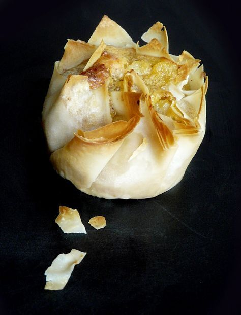 Cestini di pasta fillo con formaggio, noci e pere