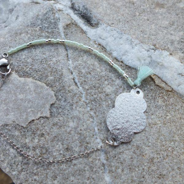Cirrus  20€  Un bracelet au nom de nuage pour ne plus toucher terre !  Les doux tons argenté et menthe adouciront n'importe quelle mauvaise journée…