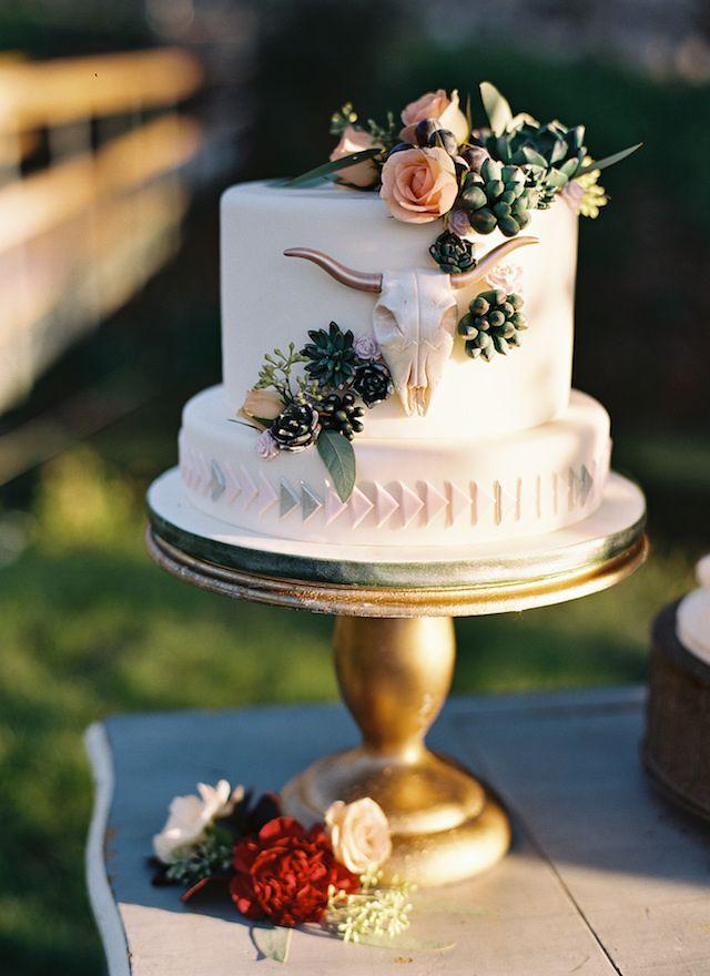 Bohemian wedding cake | Travis Kaenel Photography | see more on: http://burnettsboards.com/2016/02/burgundy-secret-garden-wedding/