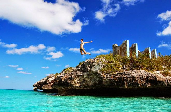 Luxury Travel: World's Clearest Water Places