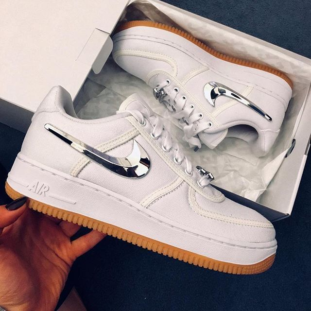 Tênis da moda 2018: Nike Air Force 1 x Travis Scott por @novembeakind. . . #gomf #girlsonmyfeet   – Outfits 2019