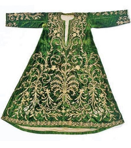 Late-Ottoman 'bindallı entari' (embroidered bridal/festive robe), ca. 1900. Gold thread embroidery (in 'Maraş işi'-technique) on green velvet.