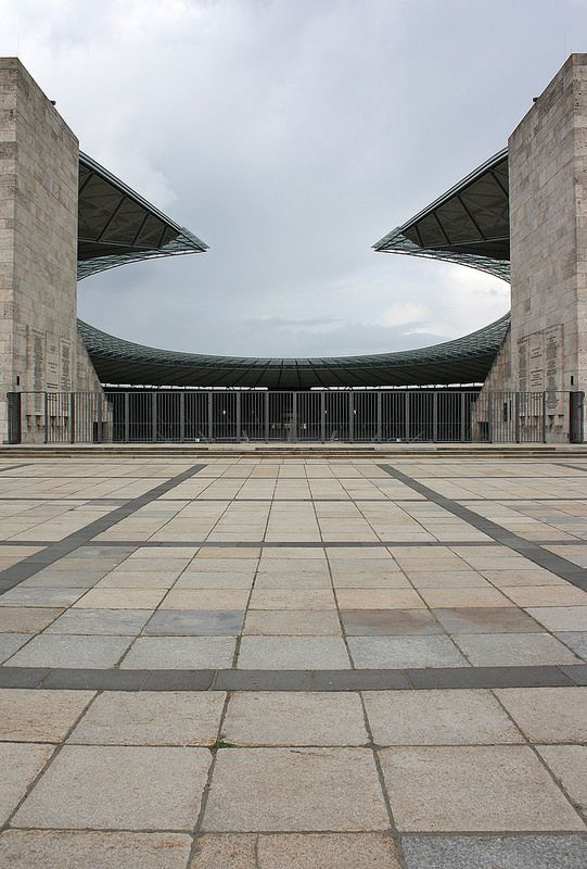 46 best design totalitaire images on pinterest germany for Architecture totalitaire