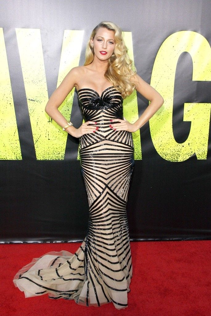 Blake Lively Photos - Blake Lively seen attending the Hollywood premiere of new movie 'Savages' at the Mann Village Theatre in Los Angeles - Zimbio