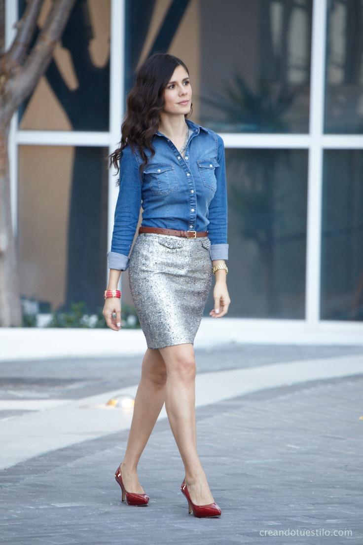 Falda estilo lápiz y camisa de jean visita: http://creandotuestilo.com/
