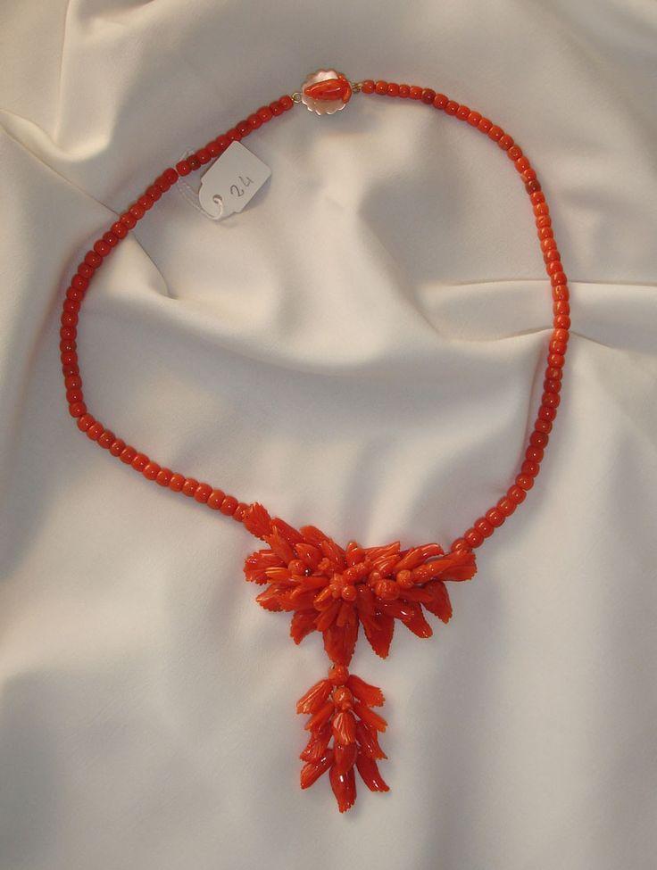 Splendida collana in corallo con incisioni floreali FRUTTA E FOGLIE e laccio a barilotti lisci