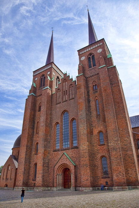 In de Domkerk (kathedraal) van Roskilde  bevinden zich de graftomben van de Deense vorsten sinds de 15e eeuw. (1988)