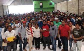 Entrega Gobierno del Estado apoyos económicos a migrantes mixtecos repatriados