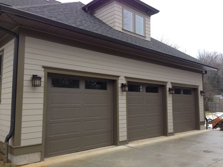 Premium ranch panel highly insulated garage doors by for Ranch house garage doors
