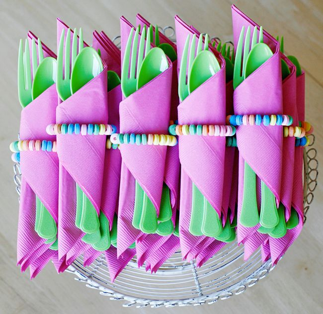 {one pretty pin} Candy-wrapped utensils on http://www.chickabug.com/blog