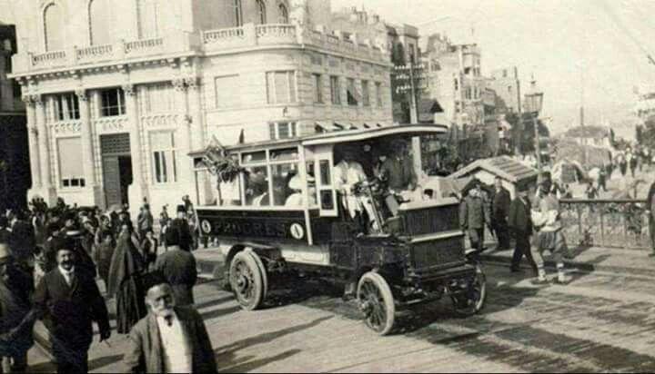 1912 Galata Köprüsü Üzerinde Bir Otobüs