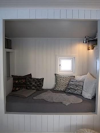 Mulighed for at få flere sovepladser på mindre areal... se den lille forslag med kun huset tegnet på...
