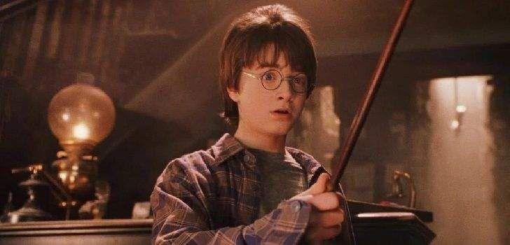 A vida após a multibilionária franquiaHarry Pottertem sido bem satisfatória para Daniel Radcliffe. Aos vinte e seis anos de idade, o ator britânico já conseguiu papéis diversificados, em filmes comoAmaldiçoado,A Mulher de PretoeE se?,além do recém-lançadoVictor Frankenstein. Agora, foi revelado um vídeo do momento que mudou a vida de Radcliffe: um dos primeiros testes que …