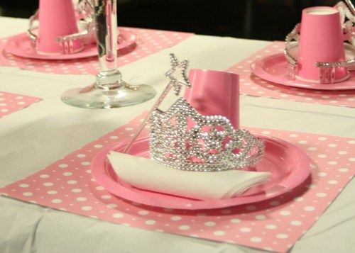 ✜ Princess table settings- this would be awesome for our next Princess party we…