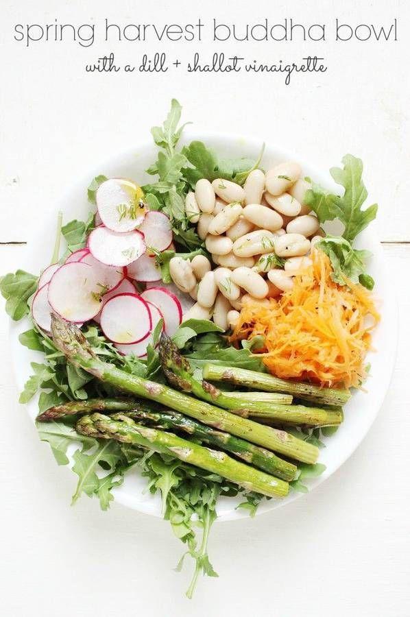 haricots blancs + roquette + carotte +radis +asperge sauce : échalote + vinaigre de vin + huile d'olive + jus de citron