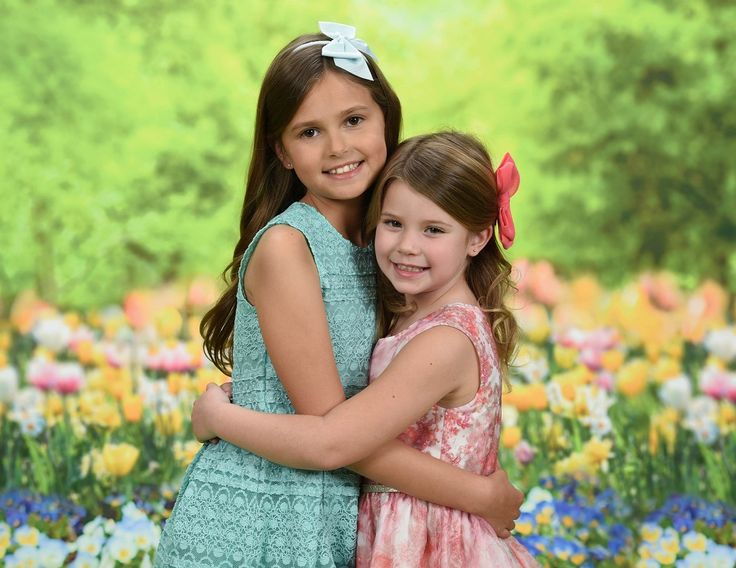No more watery eyes and sneezing kids! Portrait Innovations has a gorgeous NEW Spring background for your family portraits this season.