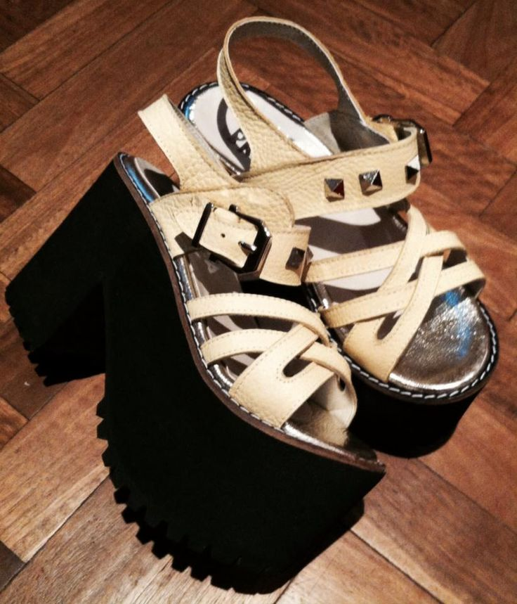 sandalia plataforma negro + crudo + tachas. verano 2015