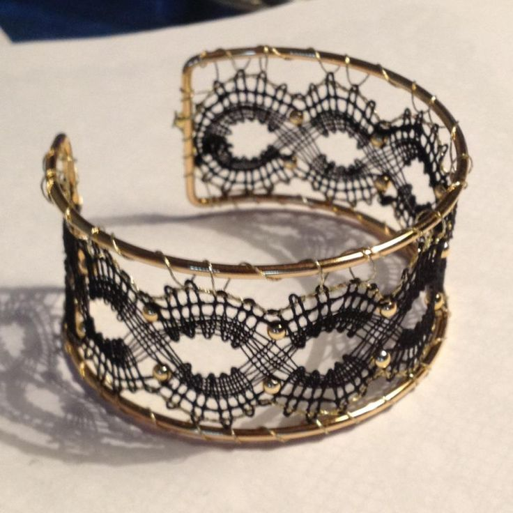 NOT tatting, but a pretty lace bracelet. Made by Joan Dam after a design by Aase Nilsson.