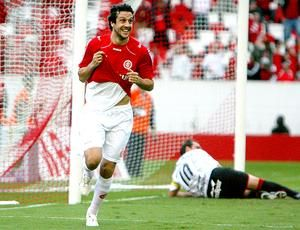 Sorondo, carreira atrapalhada por lesões, Campeão da Libertadores 2010.