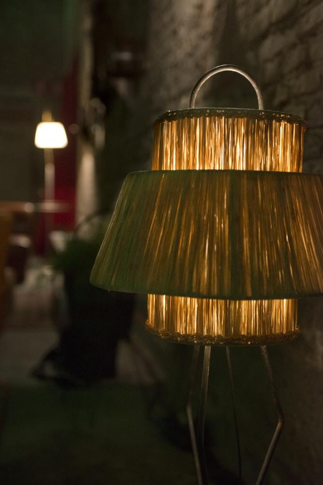 Lampada vintage per allestimento sfilata Niu' AW2013/14