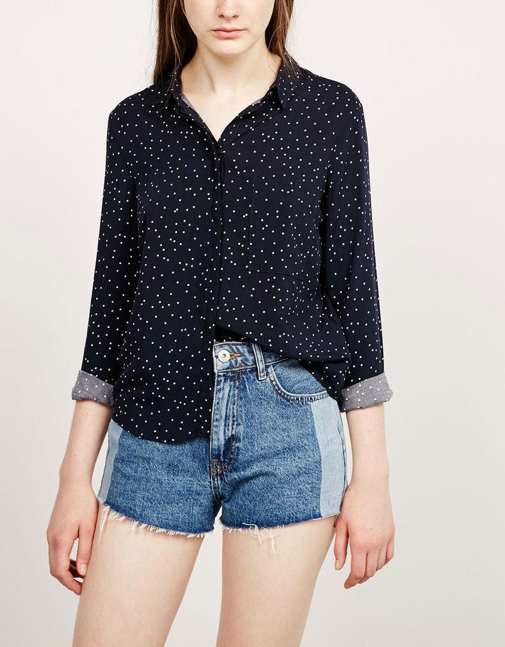 Koszula BSK z guzikami na plecach.  Odkryj to i wiele innych ubrań w Bershka w cotygodniowych nowościach
